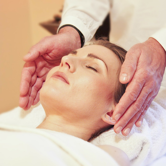 Reiki in Liverpool. A picture of a reiki practitioner
